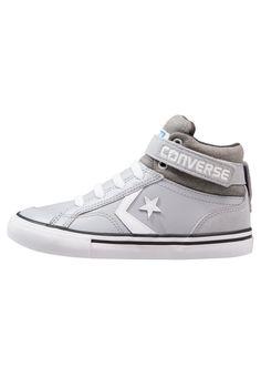 592b77566537 ¡Consigue este tipo de zapatillas altas de Converse ahora! Haz clic para  ver los