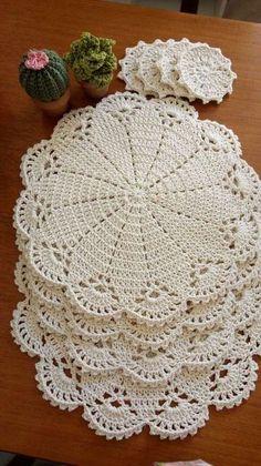 Crochet Placemats, Crochet Table Runner, Crochet Flower Patterns, Crochet Motif, Crochet Designs, Crochet Flowers, Crochet Coaster, Free Doily Patterns, Placemat Diy