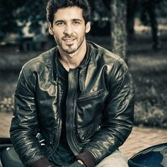 Men's jackets can be a crucial part of each and every man's wardrobe. Men will need jackets for a number of situations and several weather conditions. Men's Jacket Trend Stylish Jackets, Men's Wardrobe, New Man, Jacket Style, Style Guides, Looks Great, That Look, Leather Jacket, Street Style