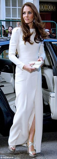I just cannot get over this dress. Kudos to Mouret. Not only is it amazing, it's the best dress she's ever worn.