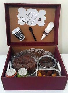 Surpresa para namorado / festa na caixa / presentes / aniversário de namoro / mêsversário