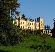 Il castello Dal Pozzo a Oleggio Castello dimora dei Marchesi Dal Pozzo d'Annone che vi sorge è una storia millenaria, iniziata nel 900, quando venne portato alla luce un castrum romano dove pare fosse dislocata la V Legione.