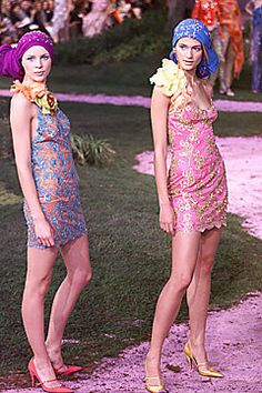 Ungaro Couture Spring 2001 Couture Fashion Show - Liberty Ross, Emanuel Ungaro, Lindsay Frimodt