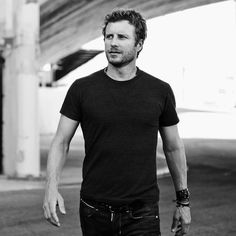 dierks bentley- seriously, country singers are not only the best artists but the best looking people also