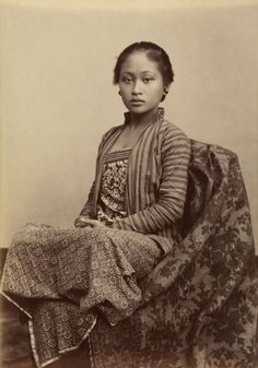 Kassian Céphas Indonesia 1845-1912 Young Javanese woman c. 1885 Albumen silver photograph 13.7 x 9.8 cm Collection National Gallery of Australia.