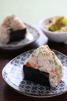 鮭とディルのオイルおにぎり by かすが きょうこ | レシピサイト「Nadia | ナディア」プロの料理を無料で検索