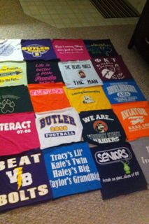 T-shirt quilt how-to with instructions.I think I will make this for anniversary of Sean's numerous police shirts, fabric transfers of awards and photos, and quotes.great way to keep them/utilize them. Crafty Projects, Quilting Projects, Sewing Projects, Quilting Ideas, Fun Crafts, Diy And Crafts, Arts And Crafts, Craft Gifts, Diy Gifts