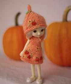 "Hand knit and embroidered tiny dress, Li'l Pumpkin Patch for 4"" Amelia Thimble dolls.  http://cindyricedesigns.files.wordpress.com"