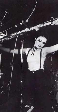 Fans: We love you Siouxsie Sioux! Yeah! Your a badass woman! Siouxsie: yes, okay. Thank you very much.