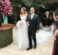Pool Wedding, Wedding Bride, Wedding Gowns, Night Wedding Photos, Bridal Dresses, Bridesmaid Dresses, Weeding Dress, Glamour, Celebrity Weddings