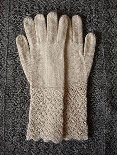 Knitting Patterns Gloves Ravelry Pattern: (CAD) Takes 2 skeins Knit Picks Alpaca Cloud in Oyster Heather. Lace Knitting, Knitting Socks, Knitting Stitches, Knitting Patterns, Knit Crochet, Crochet Patterns, Crochet Cats, Crochet Birds, Crochet Food