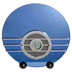 """Art Deco Sparton 566 """"Bluebird"""" Radio by Walter Dorwin TEAGUE. Vintage 1930s iconic Sparton 556 """"Bluebird"""" radio by Walter Dorwin Teague in working condition. (hva)"""