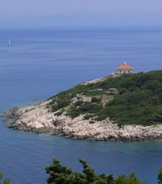 Form the home of Sailing in Croatia: Lighthouse on Otok Horst, Vis