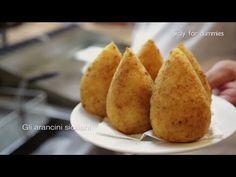 Gli arancini siciliani - YouTube Appetizer Salads, Appetizer Recipes, Appetizers, Italian Cooking, Italian Recipes, Italian Foods, Italian Rice Balls Recipe, Tapas, Grandma Cooking