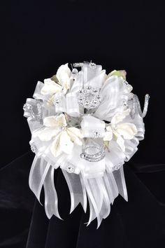 Fancy white flower bouquet. #misquince #misXV #flowerbouquet #quinceanera