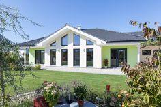 Terrasse beim Hartl Haus Kundenhaus auf einer Ebene Garage Doors, Outdoor Decor, Home Decor, Balcony, Porches, Decoration Home, Room Decor, Home Interior Design, Carriage Doors