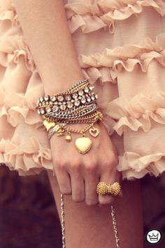 Resultados de la Búsqueda de imágenes de Google de http://s3.favim.com/orig/47/bijouterie-bracelet-chain-fashion-gold-Favim.com-434895.jpg