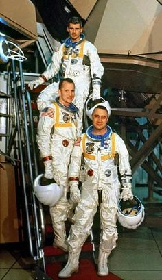 Apollo 1 crew-Gus Grissom, Ed White and Roger Chaffee. Apollo Space Program, Nasa Space Program, Nasa Missions, Apollo Missions, Gus Grissom, Nasa History, Space Facts, Nasa Astronauts, Space And Astronomy