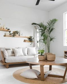 75 Smart Solution Small Apartment Living Room Decor Ideas to Feel Less Cramped Small Living Room Ideas Apartment Cramped Decor Feel Ideas Living Room Small Smart Solution Boho Living Room, Interior Design Living Room, Living Room Designs, Cozy Living, Coastal Living, Coastal Style, Living Room Decor With Plants, Diy Home Decor On A Budget Living Room, Living Room With Carpet
