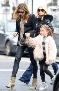2c715a4912 Peter Crouch and Abbey Clancy joined by family for lunch in Chelsea