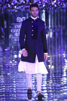 Manish Malhotra at India Couture Week 2017 Mens Indian Wear, Mens Ethnic Wear, Indian Men Fashion, Men's Fashion, Indian Wedding Clothes For Men, Wedding Dress Men, Wedding Suits, Wedding Groom, Indian Groom Dress