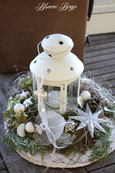 Wonderful Cost-Free Candles Lanterns rustic Strategies Candle container lamps is one regarding the best solutions to beautify for virtually every time of y Christmas Mood, Outdoor Christmas, Christmas Bulbs, Christmas Crafts, Beautiful Christmas Decorations, Xmas Decorations, Holiday Decor, Minimalist Candles, Christmas Front Doors