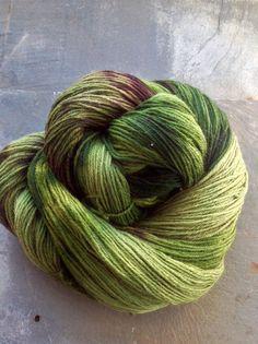 Hey, diesen tollen Etsy-Artikel fand ich bei https://www.etsy.com/de/listing/496823008/irish-seaweed-merino-wollgarn-100g