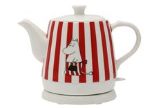 Charming ceramic Moominmamma kettle heats quickly one litre of water. The kettle is safe to use because it automatically shuts off when water boils. The kettle Moomin Shop, Moomin Books, Moomin Valley, Tove Jansson, Marimekko, Viria, Home Decor Inspiration, Kitchen And Bath, Kettle
