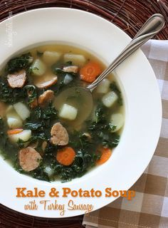 SOPA DE PAPA Y SALCHICHA DE PAVO Kale and Potato Soup with Turkey Sausage - It's a meal in a bowl and kale is one of the healthiest vegetables around, high in vitamins K, A and C with both antioxidant and anti-inflammatory benefits. Healthy Soup Recipes, Skinny Recipes, Cooking Recipes, Ww Recipes, Cooking Blogs, Veggie Recipes, Healthy Meals, Delicious Recipes, Healthy Food