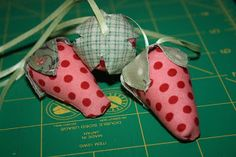 sewing tutorial: strawberry mini pin cushions - crafts ideas - crafts for kids