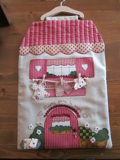 PIZCA: BOLSAS PINZAS ROPA Hobbies And Crafts, Diy And Crafts, Sewing Crafts, Sewing Projects, Peg Bag, Diy Y Manualidades, Felt Birds, Fabric Houses, Applique Quilts