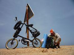 Crossing the Sahara Desert on Strida folding bike by Régis Fender