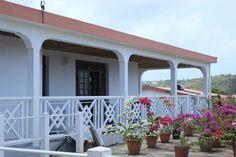 Bientôt les Vacances d'été, un grand break pour certains bien mérité ! Pourquoi ne pas visiter la Martinique et profiter du soleil et des plages de rêves. Réservez votre maison de vacances typique: Plus d'infos: http://www.umanitii.com/villa-claire-matin-hospitality