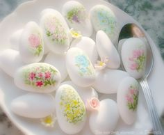 Hand-painted sugared almonds ... So sweet!!