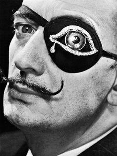 Dalí con ojo-parche joya