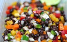 Insalata dei cinque fagioli - Ricetta per preparare una gustosa insalata a base di fagiolini (bianchi e verdi) fagioli borlotti e cannellini e ceci; e'inoltre  un piatto molto nutriente  facile da trasportare, ed anche vegetariano.