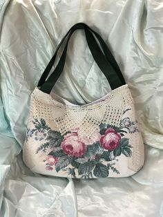 Handmade vintage 1940s nubby cabbage rose and peony barkcloth crochet shoulder bag by Linensandlooms on Etsy