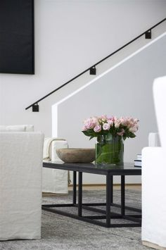 Stairs Design Handrail Ideas For 2019 Interior Stair Railing, Metal Stair Railing, Wall Railing, Staircase Handrail, Stair Railing Design, Railing Ideas, Stair Idea, Black Railing, Stairwell Wall