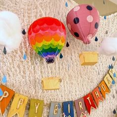 Omg this is awesome.. Could we make the one in the middle by cutting tissue paper and covering balloons with it? And then make an origami basket with brown paper? I'll go look for origami baskets