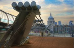 millennium bridge across the thames from tate modern art gallery to st paul's cathedral | almonkey