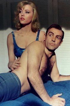 Margaret Nolan est Dink dans Goldfinger en 1964.    Son James Bond ? Sean Connery.