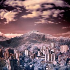 La Hermosa ciudad de #Cali #Colombia Cali Colombia, Seattle Skyline, Mount Everest, Mountains, Travel, Xmas, Backpacker, Earth, Places To Visit