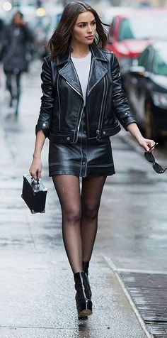 "And here's a contender for the Walking Down A Footpath Section of ""Sexy Ladies In A Leather Skirt, etc"" competition. Nylons, In Pantyhose, Sexy Outfits, Black Leather Mini Skirt, Leder Outfits, Girls In Mini Skirts, Skirts With Boots, Beautiful Outfits, Beautiful Things"