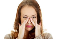 Best Essential Oils, Recipes And Home Remedies To Relieve Sinus Congestion Naturally Essential Oil Benefits Relieve Sinus Congestion, Relieve Sinus Pressure, Essential Oils Allergies, Essential Oils For Face, Tooth Pain Remedies, Oils For Sinus, Oil Benefits, Teeth Whitening, Vitamins