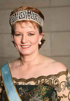 Apr Her Majesty Margareta, Custodian of the Crown of Romania, was ranked by Forbes as the most influential woman in the country. Royal Crown Jewels, Royal Crowns, Royal Jewelry, Tiaras And Crowns, Romanian Royal Family, Royal Beauty, Women In Leadership, Imperial Russia, Royal House