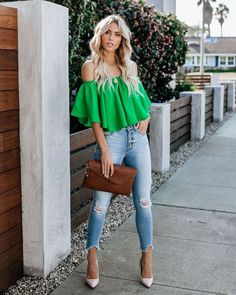 Slow Kiss Off The Shoulder Top - Kelly Green Mode Outfits, Casual Outfits, Fashion Outfits, Womens Fashion, Style Fashion, Girl Outfits, Moda Chic, Casual Chic, Spring Outfits