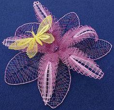 Profielschets Jantje Wanningen Diy Flowers, Crochet Flowers, Nail String Art, Types Of Lace, Lace Heart, Lace Jewelry, Lace Making, Bobbin Lace, Wire Earrings