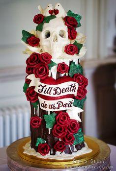ChoccywoccyDooDah Till Death us do part cake Cake with skull - Koponyával díszített torta Skull Wedding Cakes, Gothic Wedding Cake, Gothic Cake, Skull Cakes, Beautiful Cakes, Amazing Cakes, Choccywoccydoodah, Cupcake Cakes, Cupcakes