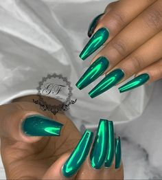 If you want everyone to envy your nails, you're going to LOVE the green nail polish designs we've found. Prepare to fall in love with these green nails inspo! Acrylic Nails Natural, Cute Acrylic Nails, Acrylic Nails Green, Green Nail Polish, Green Nails, Blue Chrome Nails, Purple Glitter Nails, Green Nail Art, Stiletto Nail Art