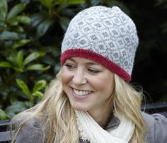 Sticka Allers-mössan – enkel beskrivning | Allas.se Fair Isle Knitting Patterns, Knitting Designs, Knitting Projects, Easy Knitting, Loom Knitting, Knitted Hats, Knit Crochet, Crochet Hats, Tejidos